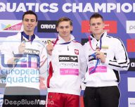 200BACK_MEN_POdIUM